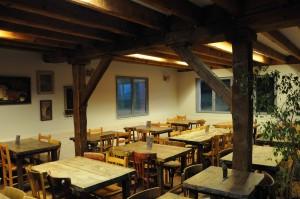 salle-restaurant-authentique-gite-4-temps-EMOXQTB0002